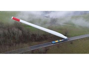 Πώς μεταφέρεται το πτερύγιο 67 μέτρων μιας ανεμογεννήτριας σε ένα αιολικό πάρκο;
