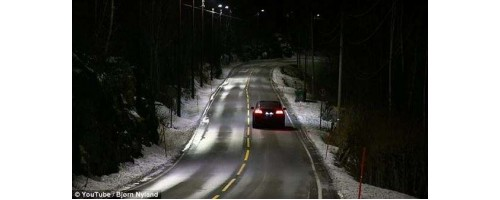 «Εξυπνα» φωτα δρομου εξοικονομουν ενεργεια γιατι αναβουν μονο οταν περναει αυτοκινητο (vid)